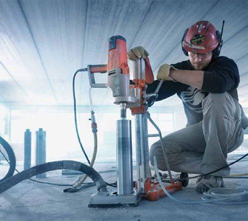 Алмазное бурение отверстий в бетоне – единственный выход для высокомарочных оснований