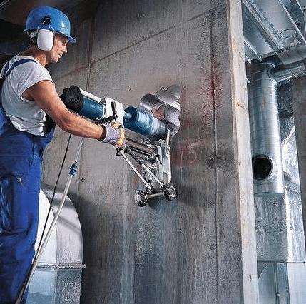 Алмазное бурение отверстий в бетоне специальным приспособлением