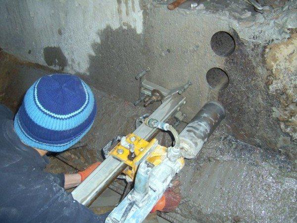 Алмазное бурение отверстий в бетоне специальными инструментами