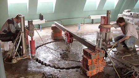 Алмазное бурение отверстий в бетоне в случае крупной поломки системы водяного тёплого пола