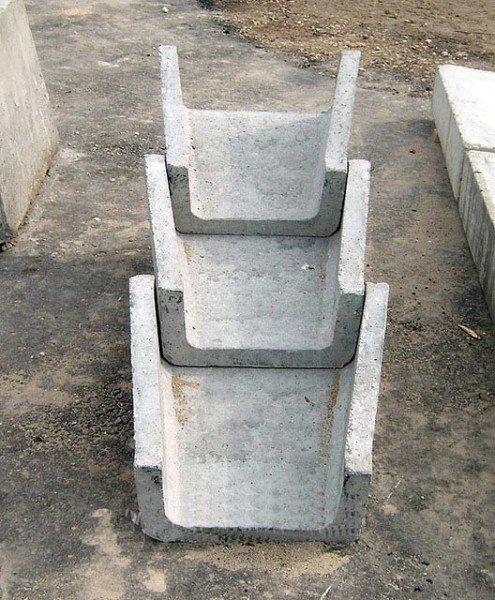 Арматура телескопического лотка защищена от контакта с водой слоем бетона.