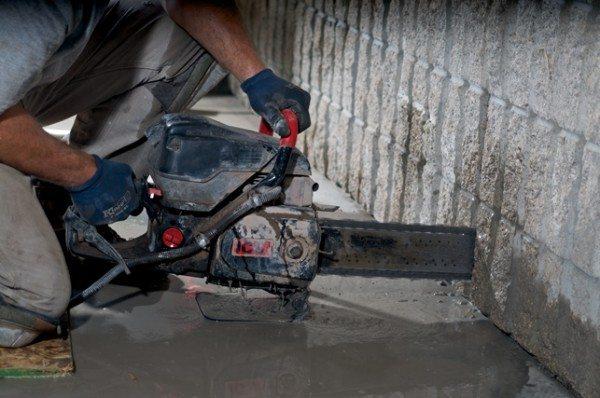 Бензорезы применяют при демонтажных работах.