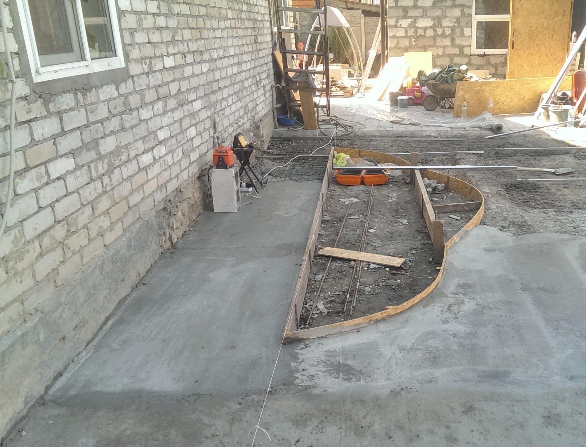 Как заливать двор бетоном своими руками