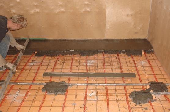 Бетонная стяжка по деревянному полу – вариант, требующий тщательной реставрации основания