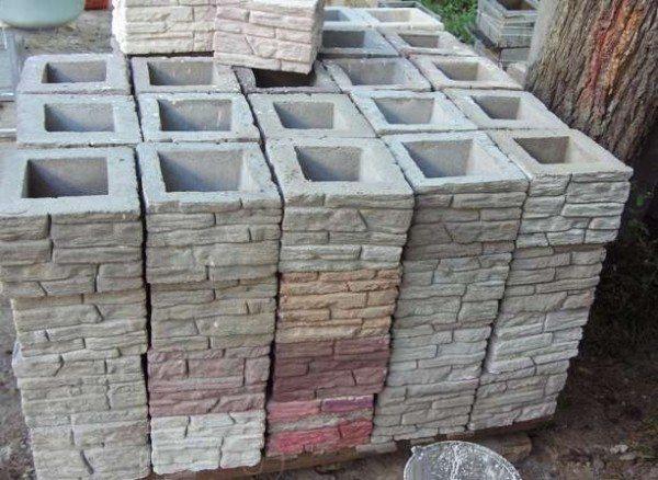 Бетонные блоки для забора готовые к эксплуатации