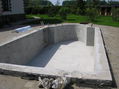 Бетонный резервуар бассейна