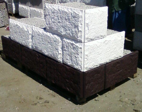 Блоки с декоративной плитой – отличный вариант для наружной отделки