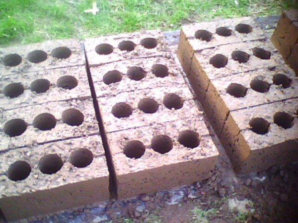 Блоки выкладываются в один ряд для первоначального отвердения