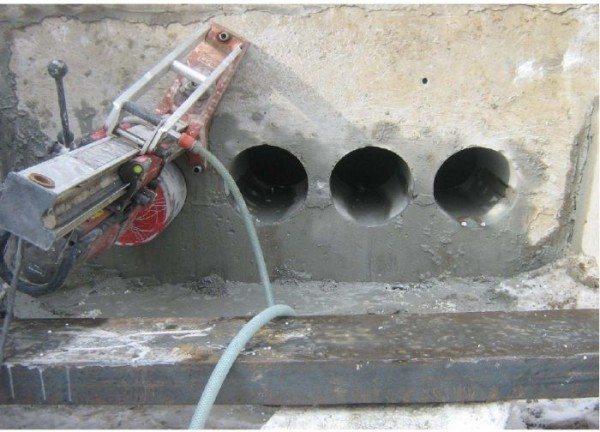 Бурение отверстий в бетонных конструкциях