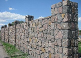 Бутобетонный забор