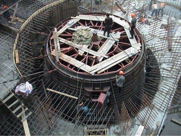 Бывают такие случаи, когда все строение по своей сути является конструкцией из бетона на каркасе из металла