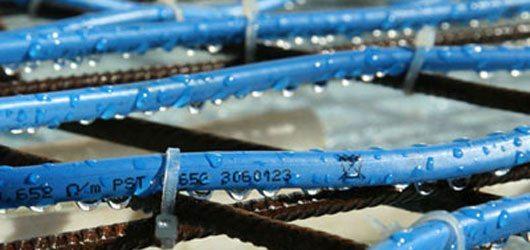 Чтобы бетон не страдал от низких температур, его можно подогревать с использованием специальных термокабелей