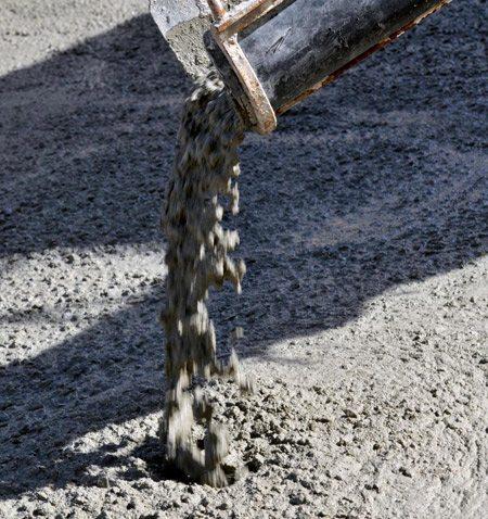 Чтобы улучшить свойства цемента, в него следует добавить специальные вещества