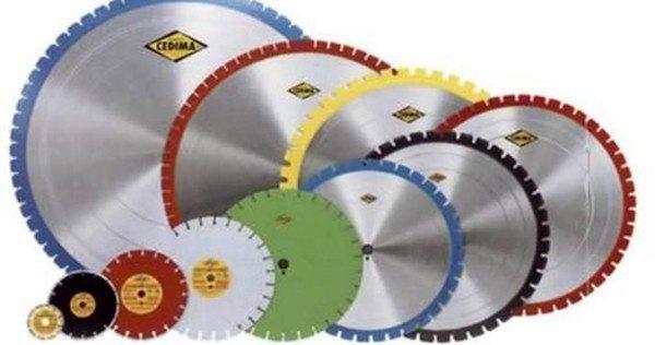 Диски различных диаметров для работы с бетоном.
