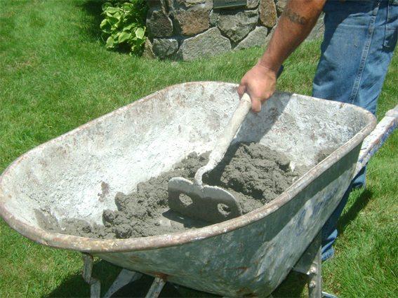 Для приготовления бетона следует выдерживать рецептуру.