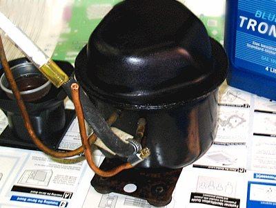 Для создания давления можно использовать простейший компрессор с холодильника