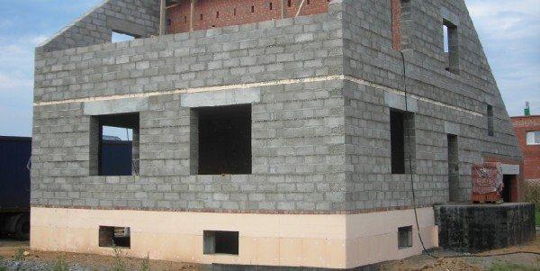 Для всех домов из блоков требуется последующая фасадная отделка