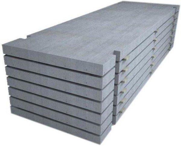 Дорожные плиты отличаются большими размерами, что позволяет ускорить рабочий процесс