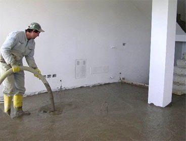 Довольно часто межэтажные перекрытия заливаются цементным раствором с содержанием фибры и пенообразователя, получая при этом монолитную плиту с отменными характеристиками