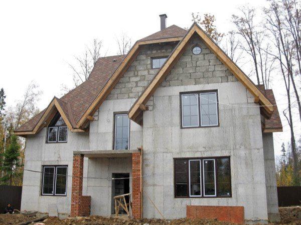 Двухэтажный дом из монолитного пенобетона