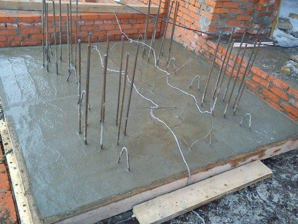 Электроды на месте последующей отливки колонн