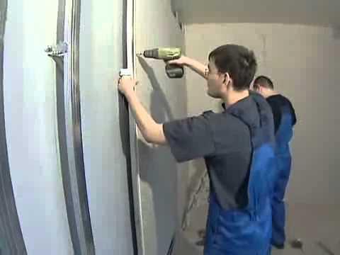 Фиксация металлического каркаса под ГКЛ требует наличия в стене отверстий
