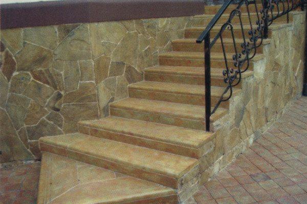 Финишная отделка бетонной лестницы - ступени из полимербетона