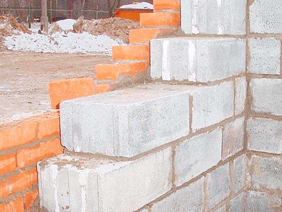 Фото блоков из ячеистого бетона, которые составляют основу несущей стены