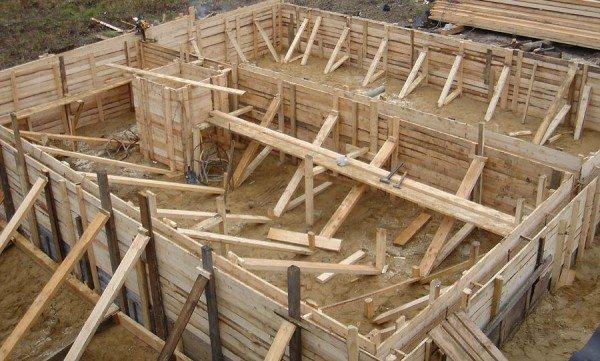 Фото деревянной щитовой опалубки в готовом виде