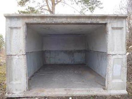 Фото классического, мощного гаража из бетонных блоков