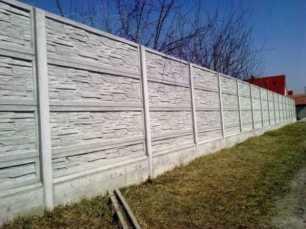 Фото красивого секционного забора из бетона