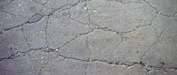 Фото разбитого бетонного покрытия