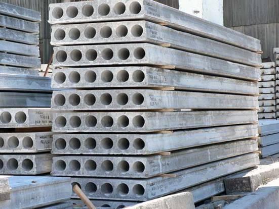 Фото сложенных армированных бетонных секций
