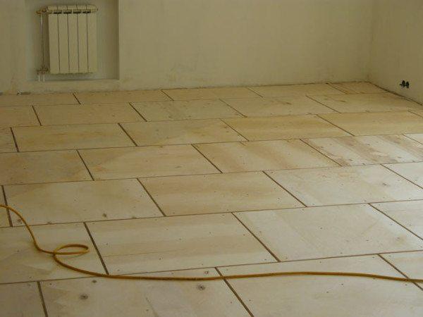 Фото выравненного пола при помощи древесно-слоистой плиты