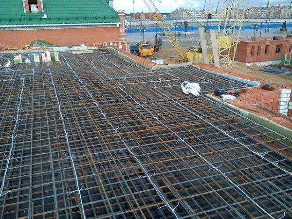 Готовый к эксплуатации уложенный провод для осуществления обогрева бетонной смеси