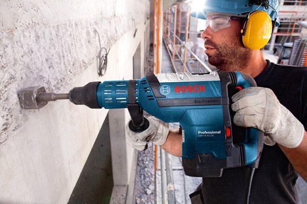 Характерной чертой профессионального оборудования является их габариты и большой вес