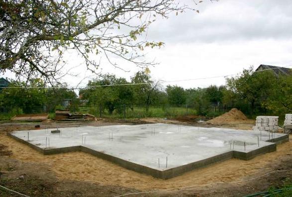 Идеально застывший бетонный фундамент