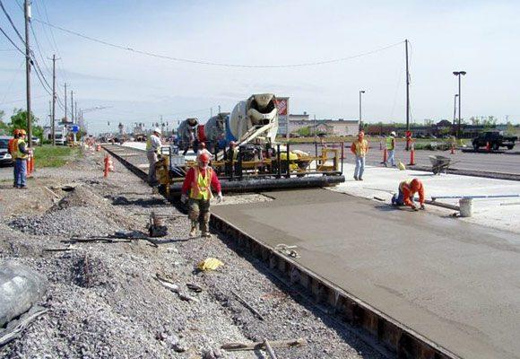 Именно так формируется асфальтобетонное покрытие дорог в промышленных масштабах