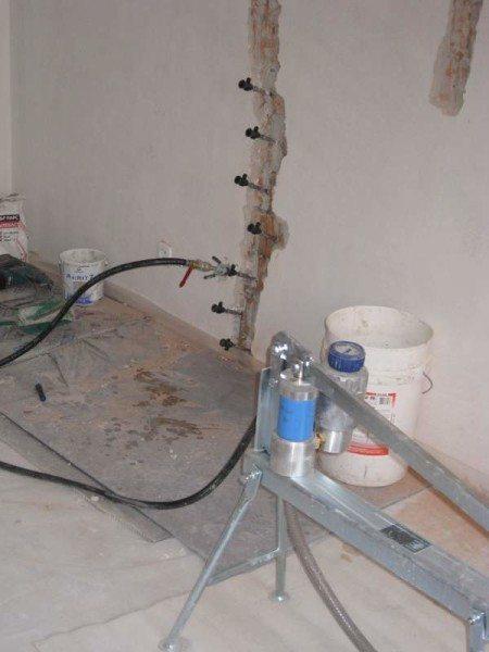Инъектирование полицементной смесью позволяет избавиться от серьезных повреждений