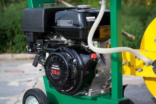 Инструмент с бензиновым агрегатом, собранный на специальной раме в виде тележки