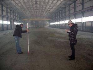 Исполнительная съемка бетонного пола проводится с помощью лазерного нивелира