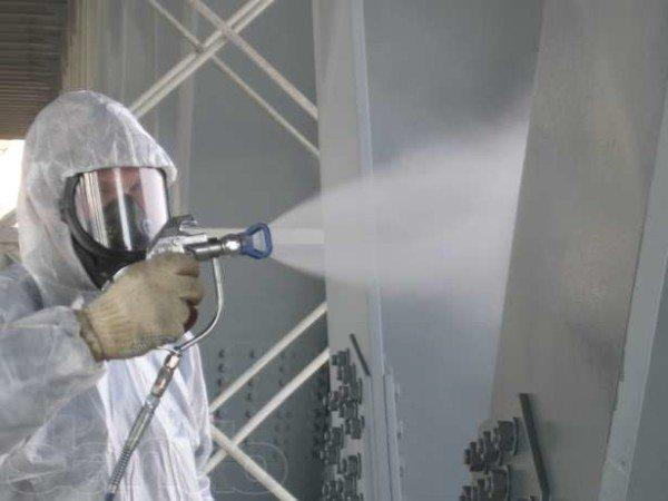 Использование индивидуальных средств защиты и распылителя при нанесении состава на поверхность