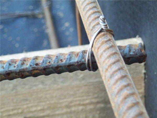 Использование проволоки для фиксации армированных прутьев