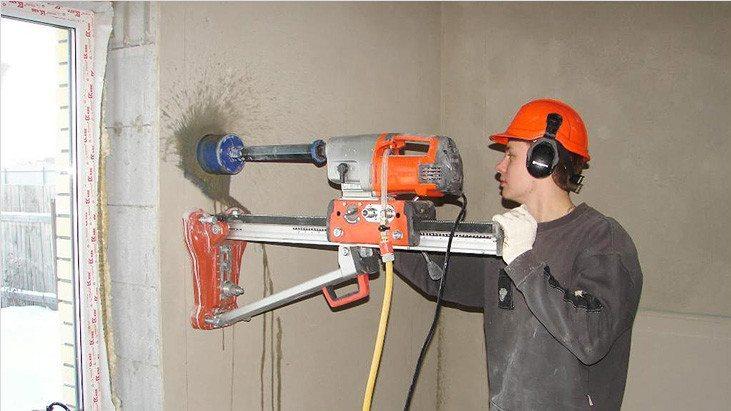 Использование специальных бурильных станций, которые значительно облегчают данный процесс