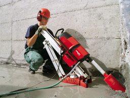 Использование станины для упрощения процесса бурения под углом.