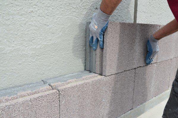 Использование теплоизоляционных блоков для утепления стены из тяжёлого бетона