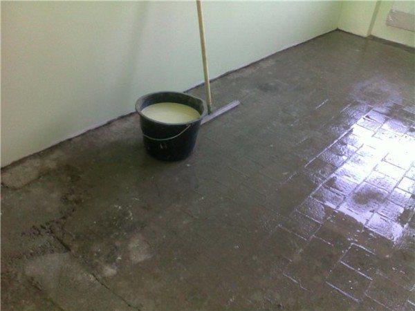 Использование всех материалов на цементной основе лучше всего объединять с применением грунтовки