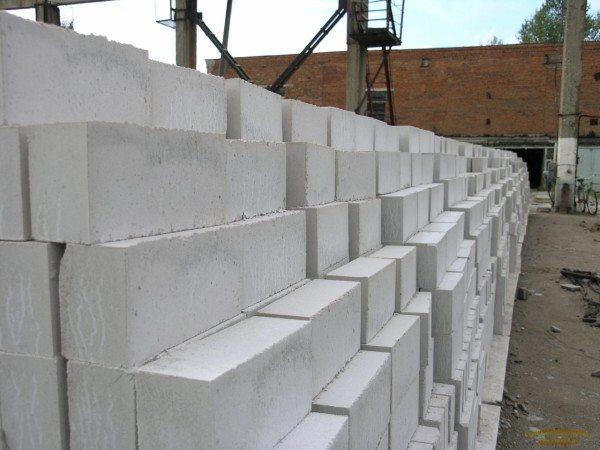 Изделия из гипсобетона чаще всего выпускают в виде блоков