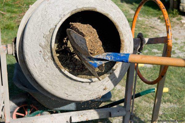 Изготовление бетона с помощью бетономешалки