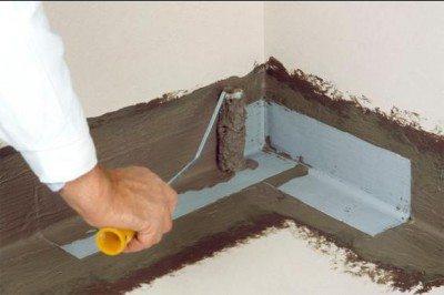 Изготовление гидроизоляции по углам помещения